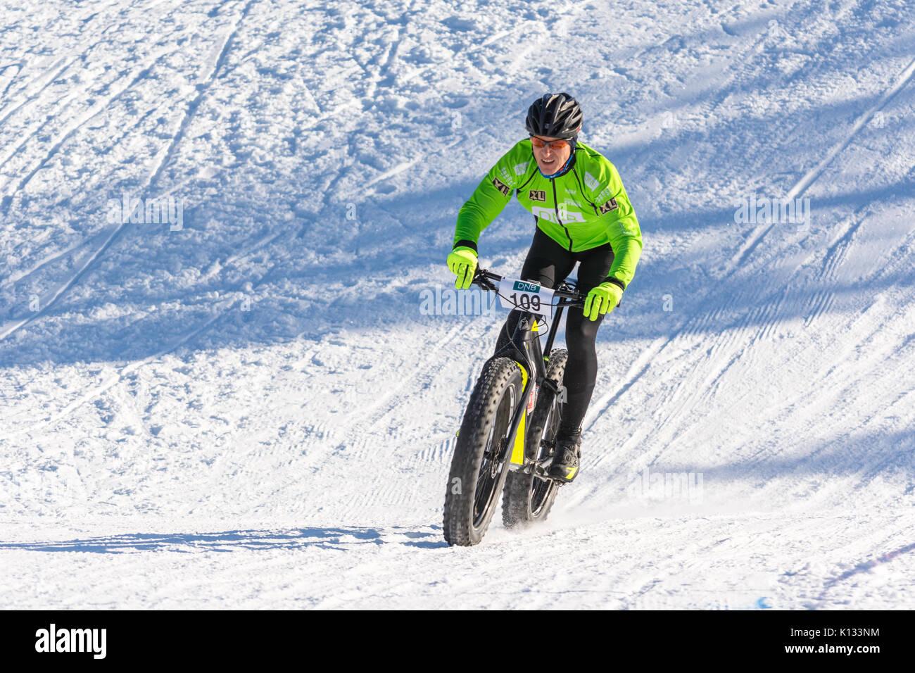 fatbike-race-racing-snow-winter-arctic-f