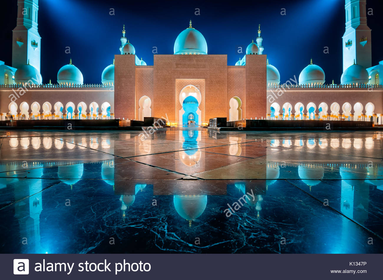 DUBAI, UAE - MARCH 19, 2014: Night view at Sheikh Zayed Grand Mosque, Abu Dhabi, United Arab Emirates - Stock Image