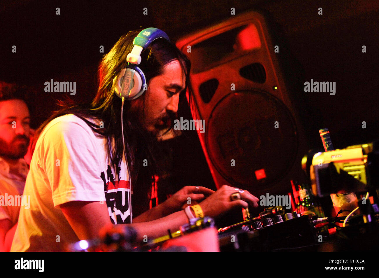 DJ Steve Aoki performing as Danny Masterson watches background Hard Summer Festival Shrine Expo Hall Los Angeles - Stock Image