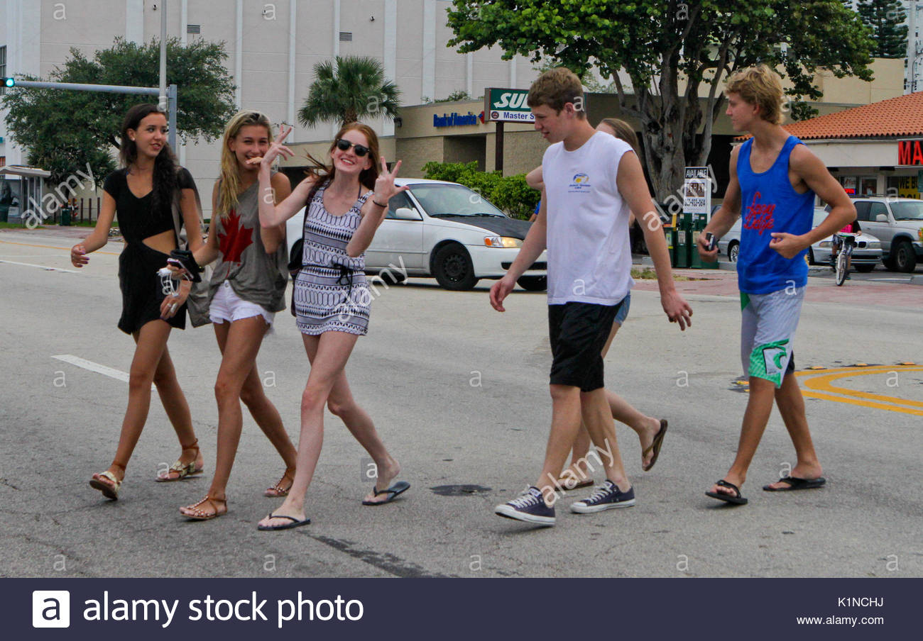 Hailey Baldwin. Hayden Baldwin and friends go out for some Mexican food in South Beach, Miami. Hailey seemed embarassed - Stock Image