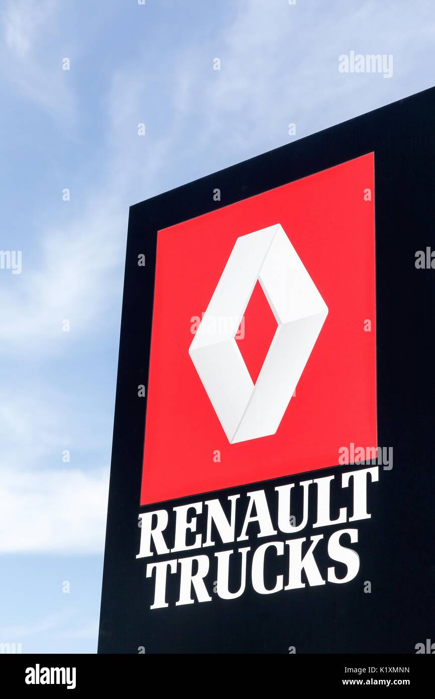 Renault Trucks Stock Photos & Renault Trucks Stock Images - Alamy