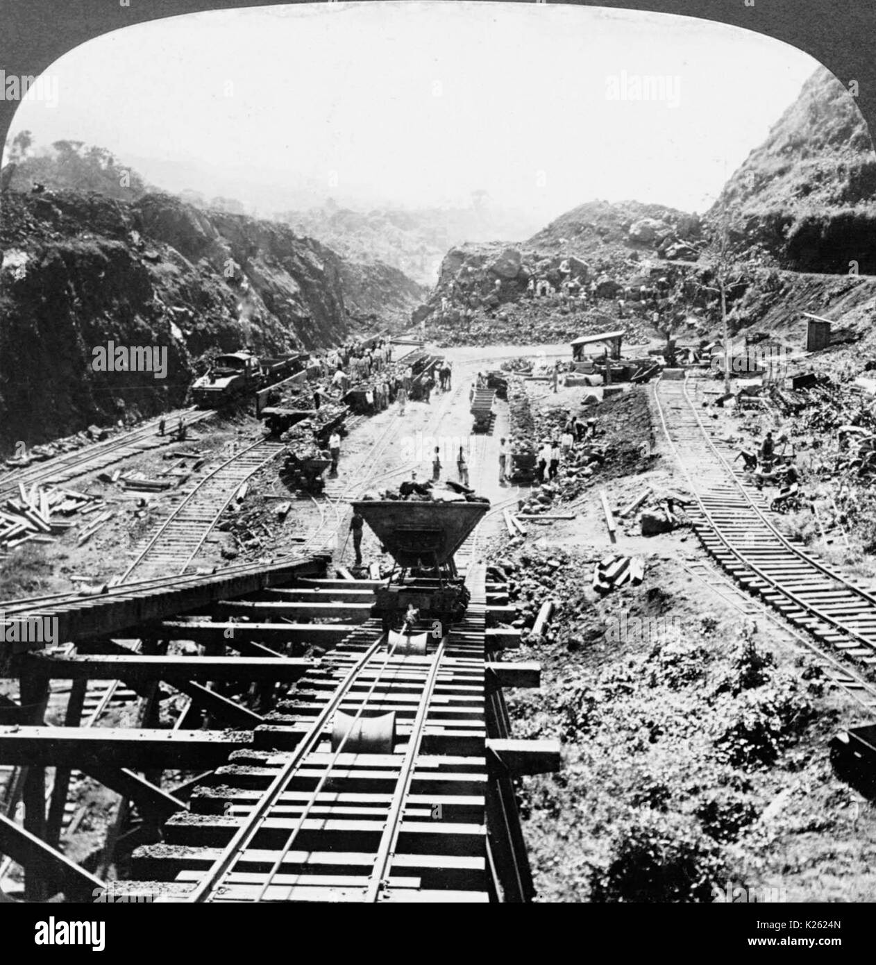the construction of the panama canal a great engineering work in history Why was the panama canal considered such an engineering overcome in building the canal hard work for the architects to design this canal.