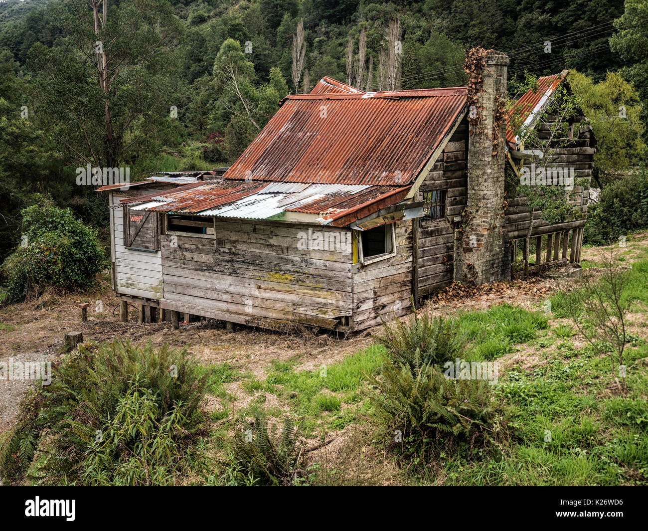Decayed House, Lewis Pass Highway, Westcoast, South Island, New Zealand - Stock Image