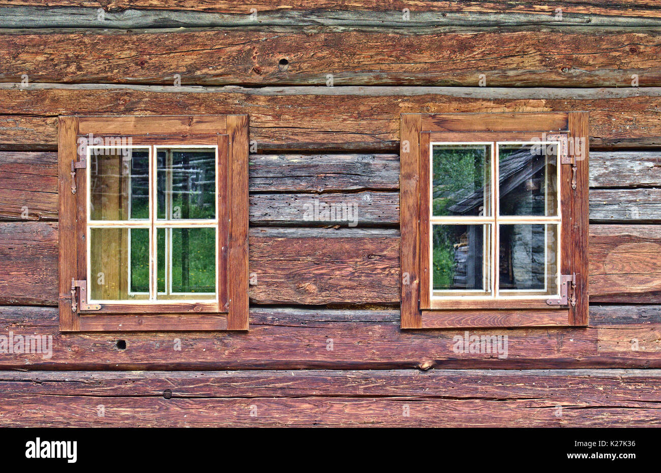 Ranch style house stock photos ranch style house stock images alamy for Log cabin window