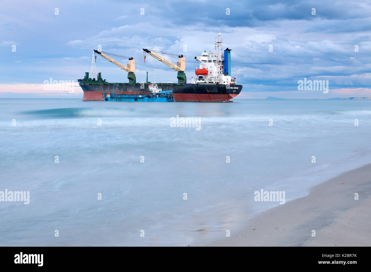 Container ship stranded on El Saler Beach, Valencia, Spain. All non-editorial uses must be cleared individually. - Stock Image