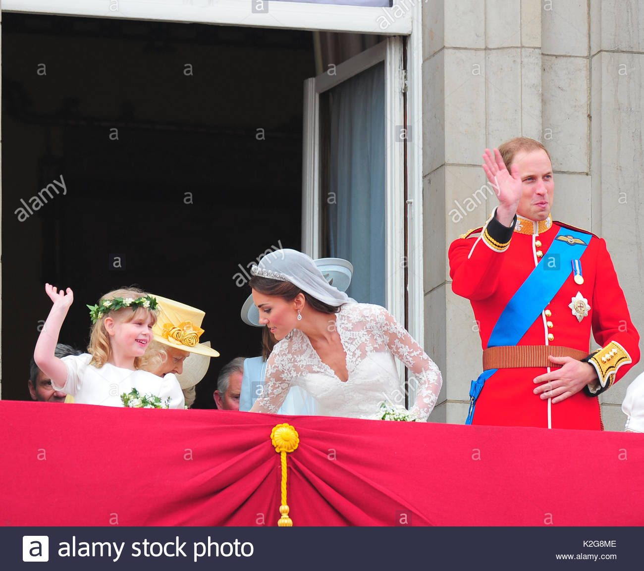 Queen elizabeth wedding balcony stock photos queen for Queens wedding balcony