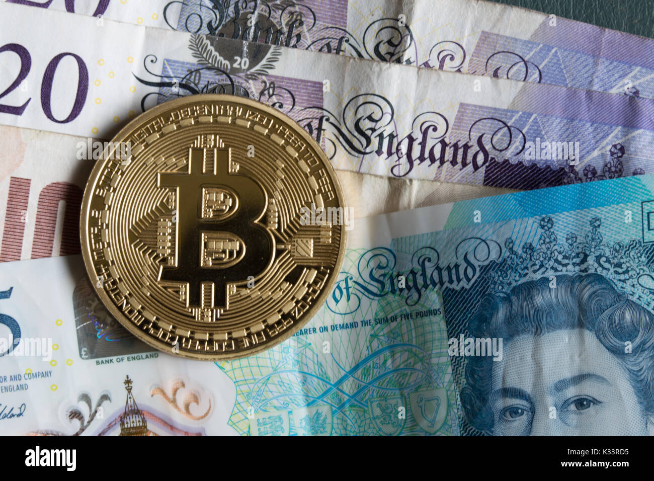 a-bitcoin-on-top-of-gb-sterling-notes-K3