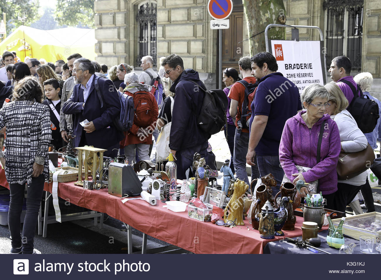 Lille france 2nd sep 2017 people visit the braderie de lille flea stock photo 157089846 alamy - Braderie de lille date 2017 ...