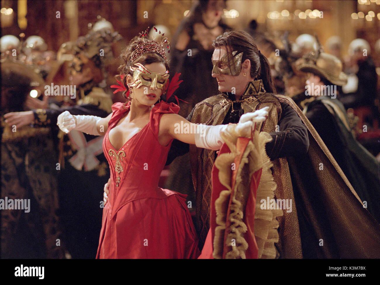 VAN HELSING KATE BECKINSALE, RICHARD ROXBURGH as Count Dracula VAN HELSING     Date: 2004 - Stock Image