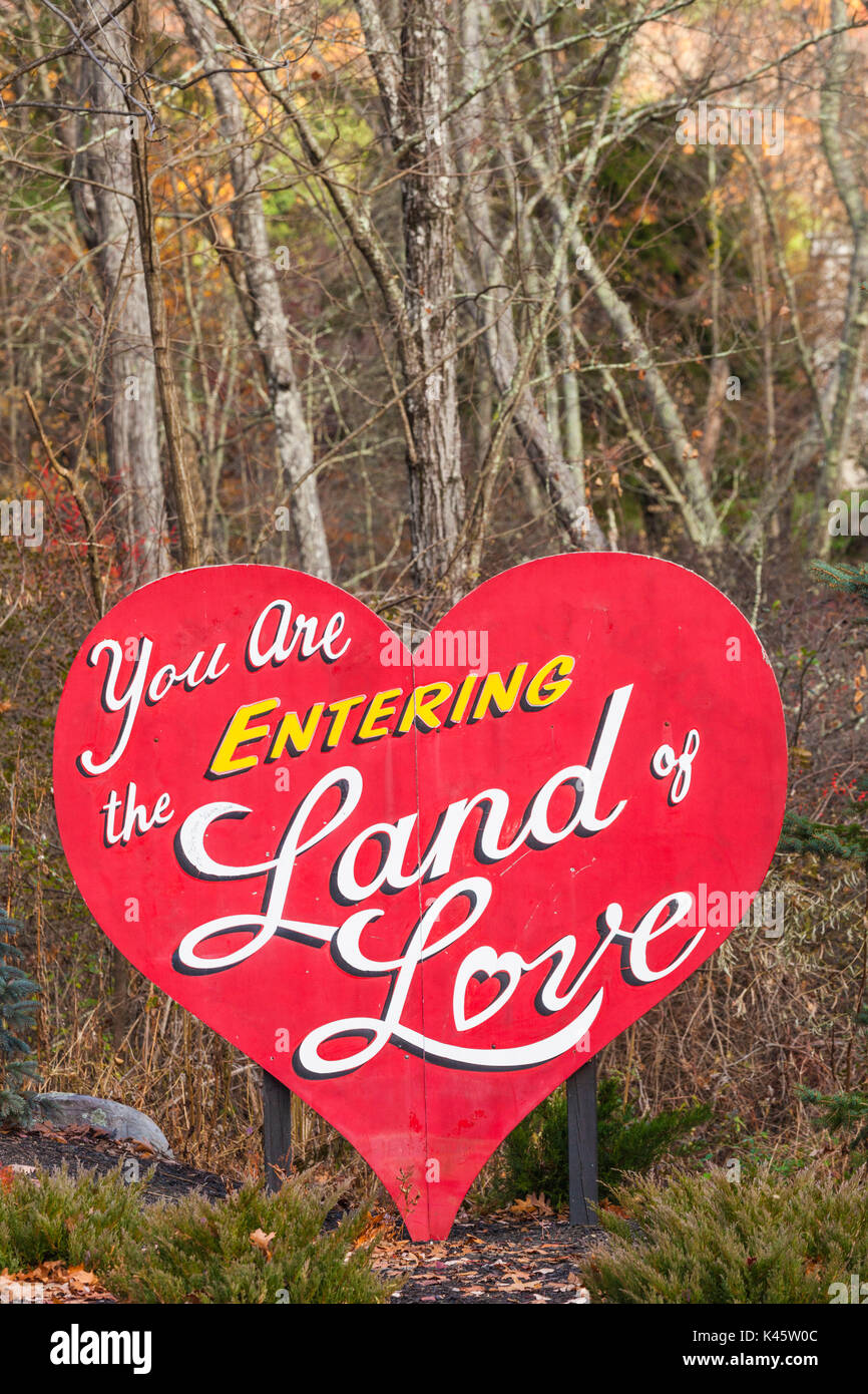 USA, Pennsylvania, Pocano Mountains, East Stroudsburg, You are Enering the Land of Love , sign to well known US - Stock Image
