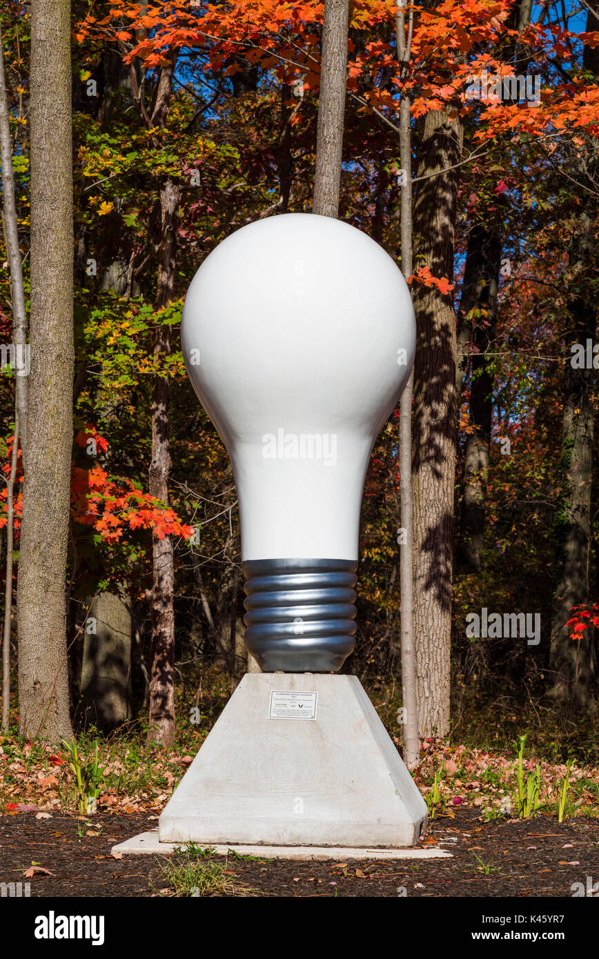 USA, New Jersey, Menlo Park, Lightbulb monument to inventor Thomas Edison - Stock Image