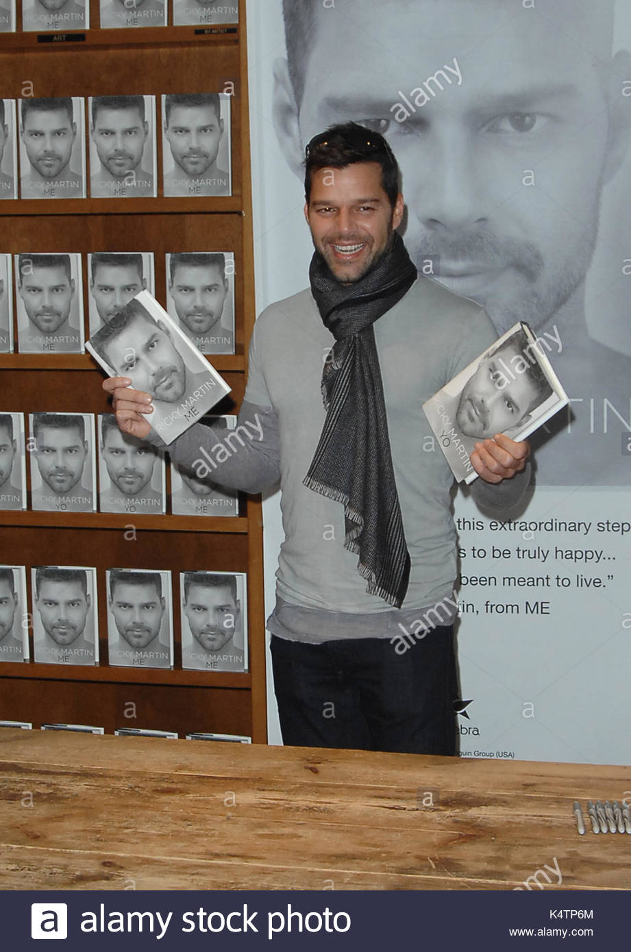 ricky martin book signing for me stock photos ricky martin book signing for me stock images. Black Bedroom Furniture Sets. Home Design Ideas