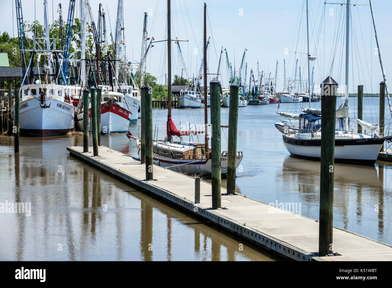 Darien Georgia waterfront commercial fishing shrimping industry fleet boat dock - Stock Image