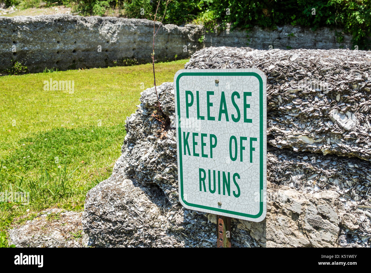Darien Georgia Waterfront Park tabby ruins sign keep off - Stock Image