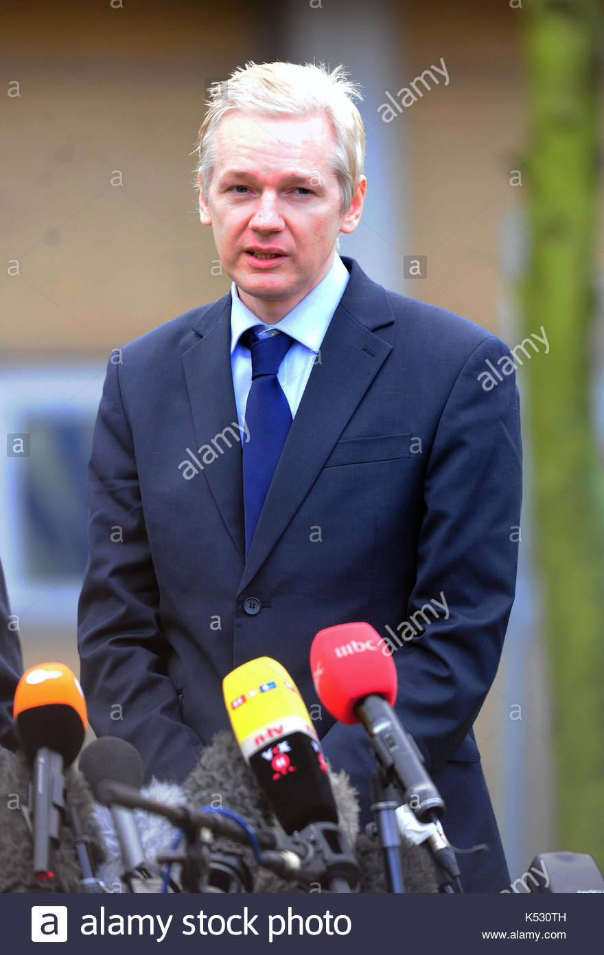 Julian Assange. After leaving Belmarsh Magistrates Court Julian Assange gave a public speech in front of the press, - Stock Image