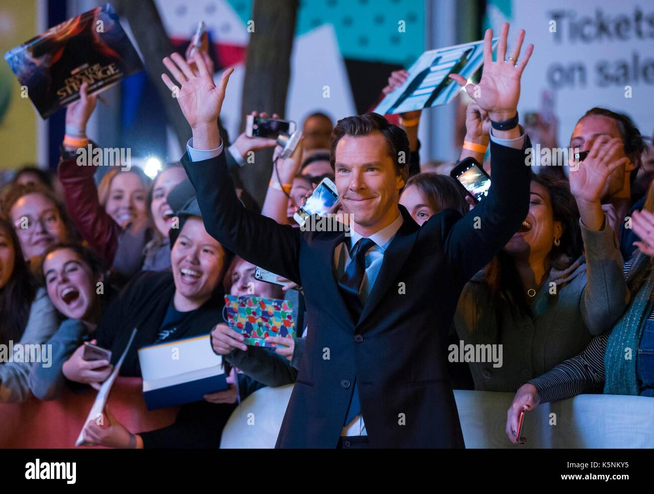 Toronto, Canada. 9th Sep, 2017. Actor Benedict Cumberbatch (front) poses for photos with fans as he attends the Stock Photo
