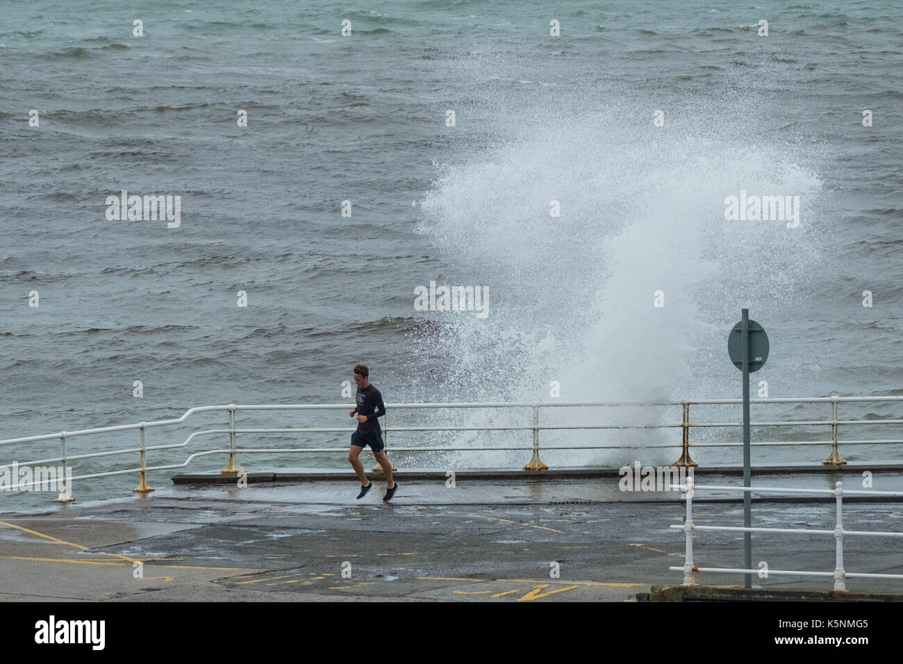 Narrowly stock photos narrowly stock images alamy - Paris weather 10 day forecast met office ...