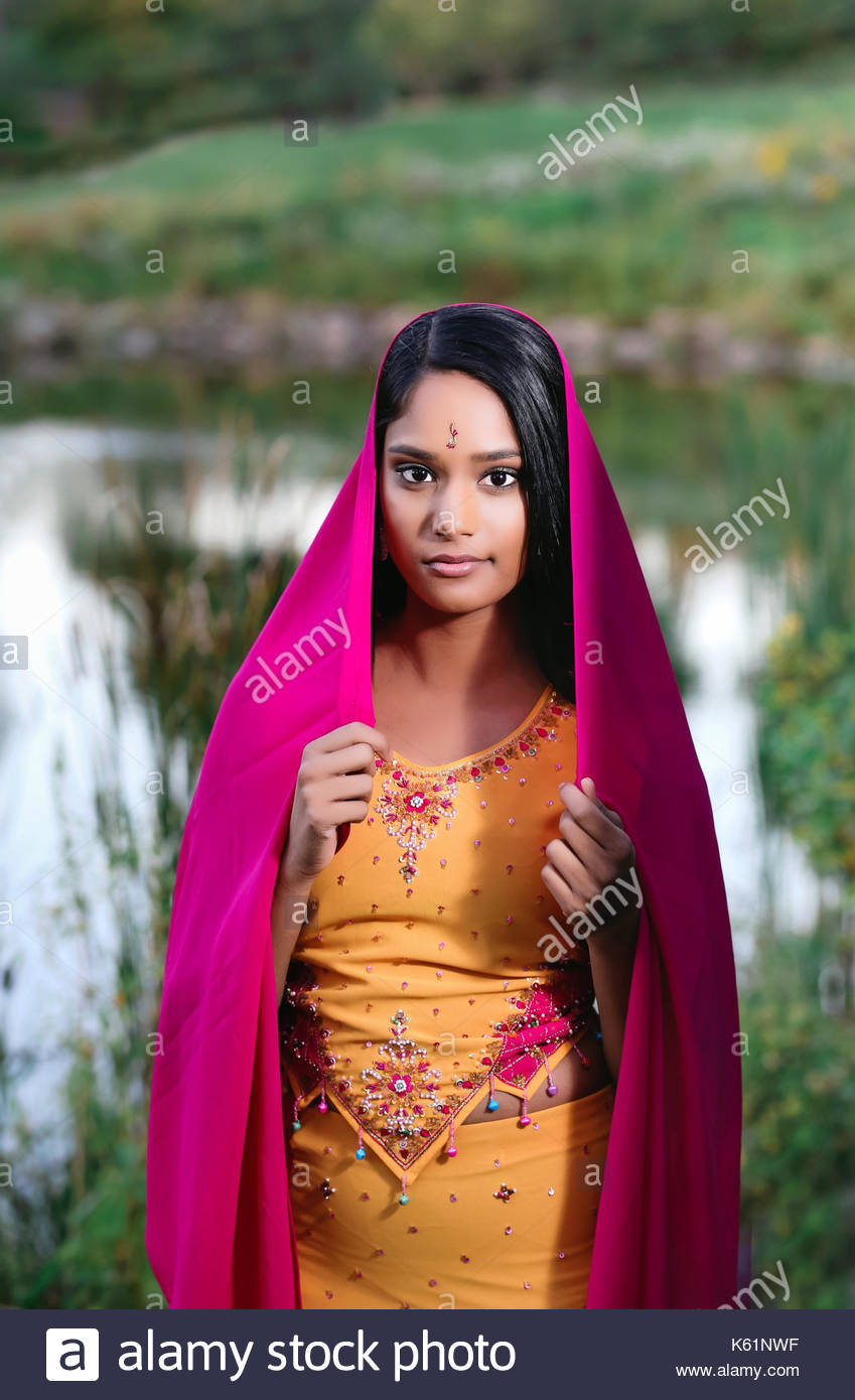 Indian young woman in traditional dress - Stock Image