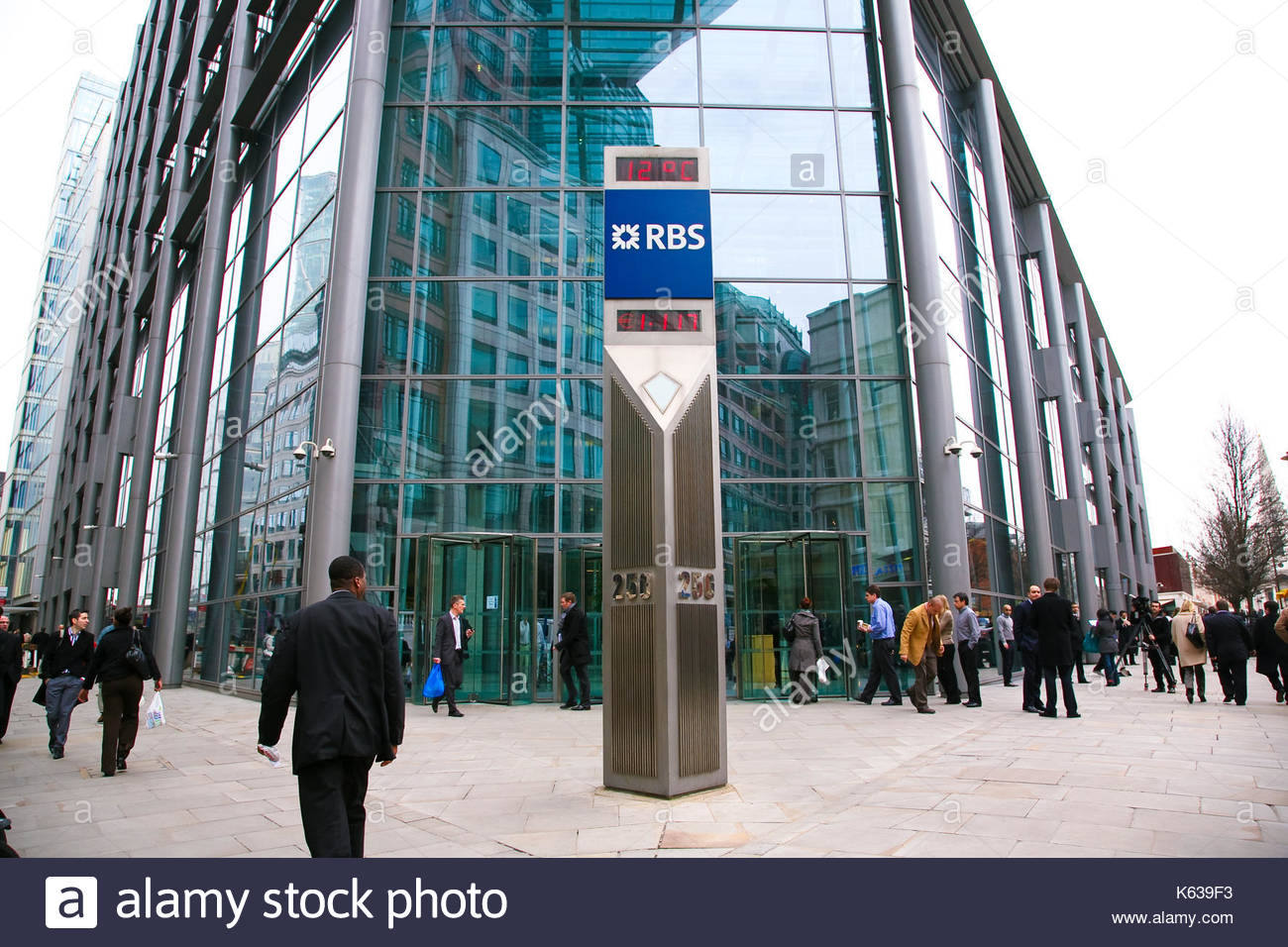 the abn amro takeover Ahead of its 2008 results announcement next month, royal bank of scotland has warned of £28 billion in writedowns and losses, much of it associated with the 2007 takeover of parts of the dutch bank abn amro.