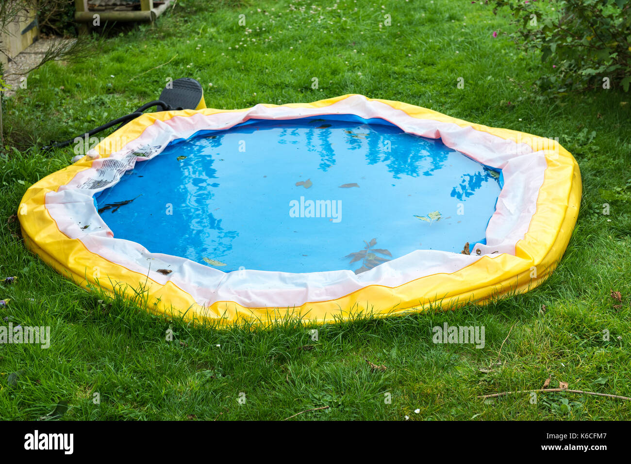 deflated swimming pool stock photos deflated swimming pool stock images alamy. Black Bedroom Furniture Sets. Home Design Ideas