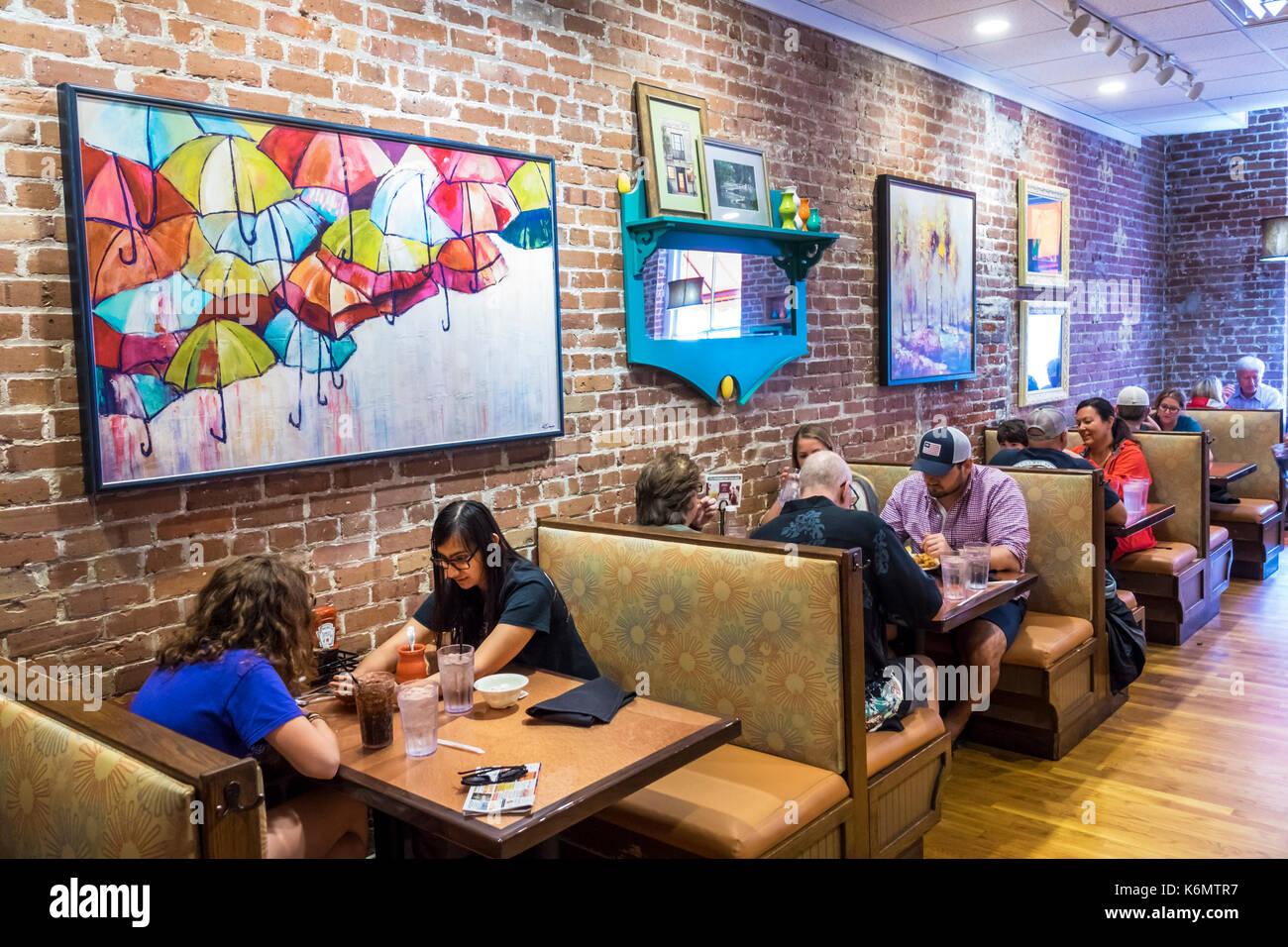 Charleston South Carolina SC Historic Downtown Broken Egg Cafe restaurant breakfast dining booths interior - Stock Image