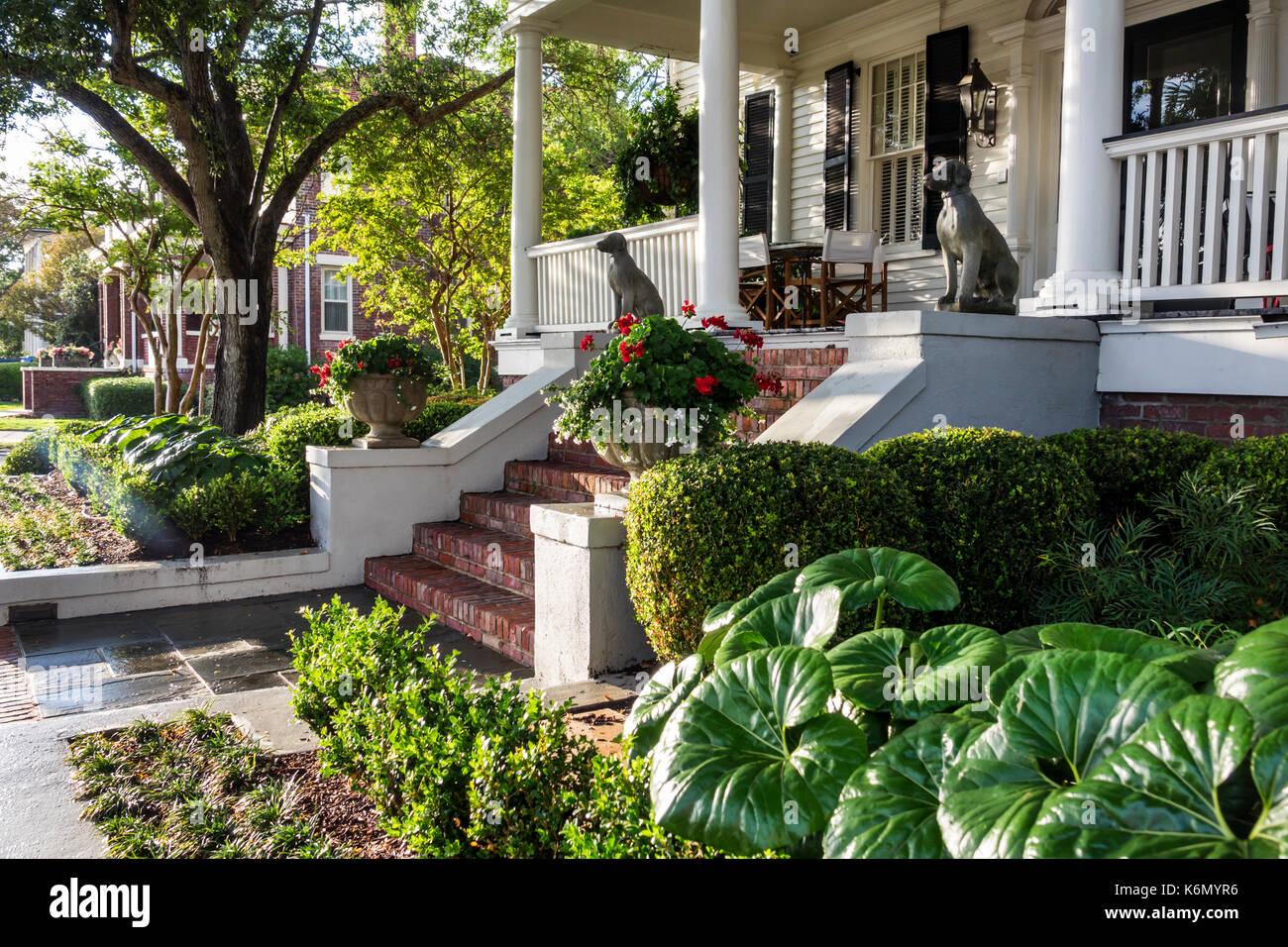 Charleston South Carolina SC South of Broad neighborhood home garden landscaping entrance historic residences homes - Stock Image
