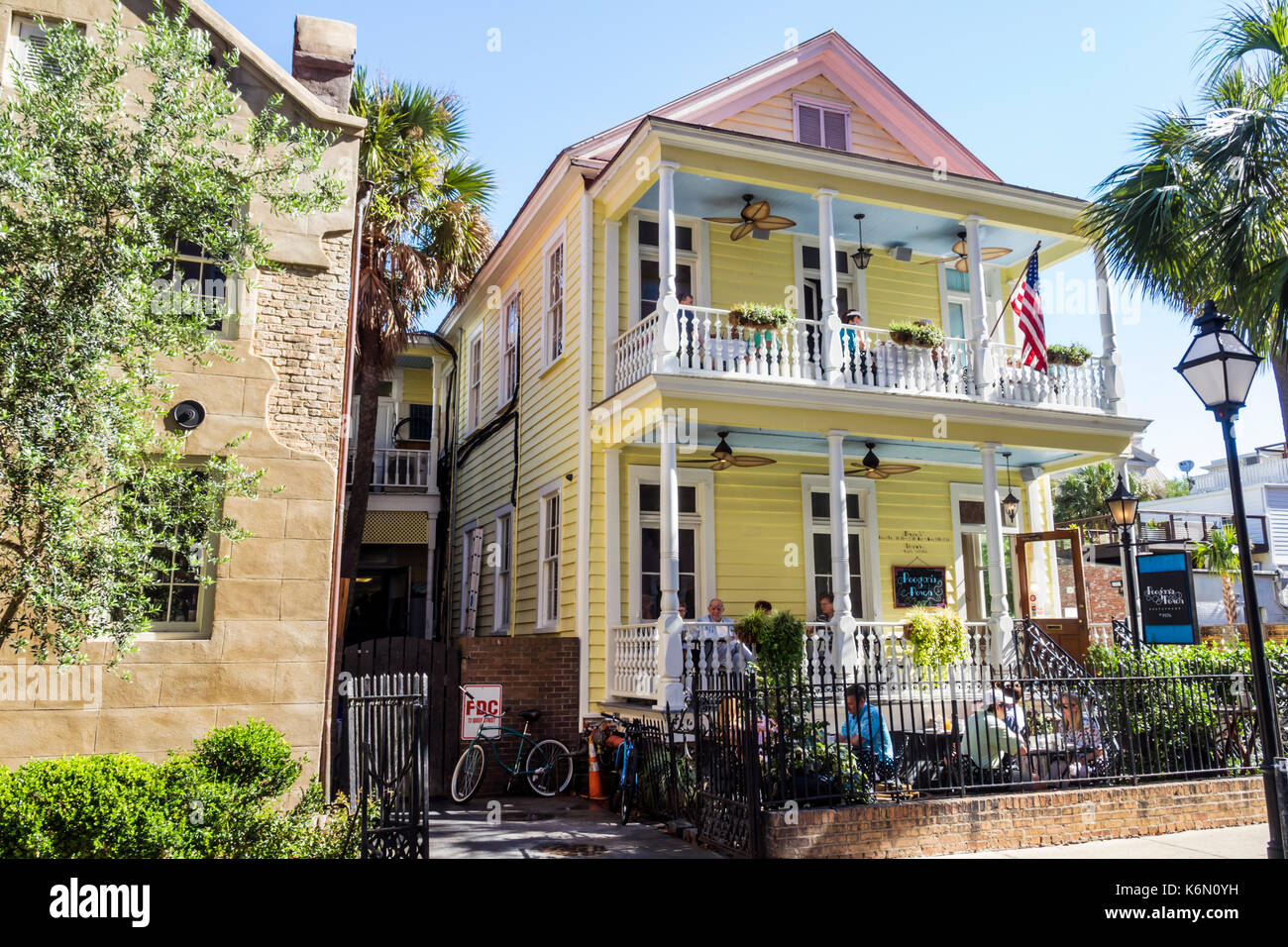 Charleston South Carolina SC Historic Downtown Queen Street Poogan's Porch southern cuisine restaurant dining - Stock Image