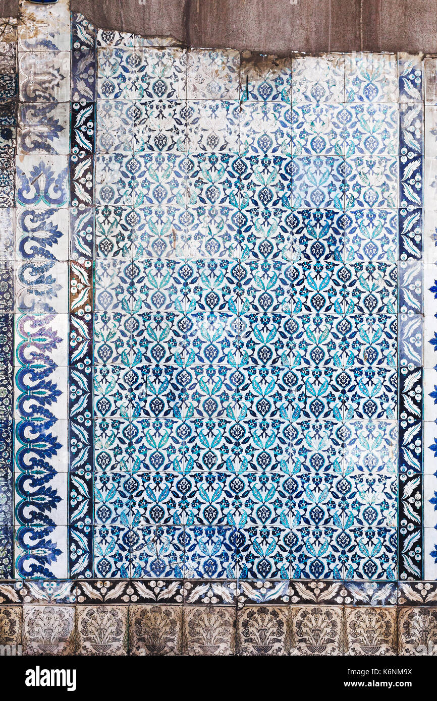 Seamless pattern white Turkish tiles with blue ornaments. Old surface texture, wall in mosque - Stock Image
