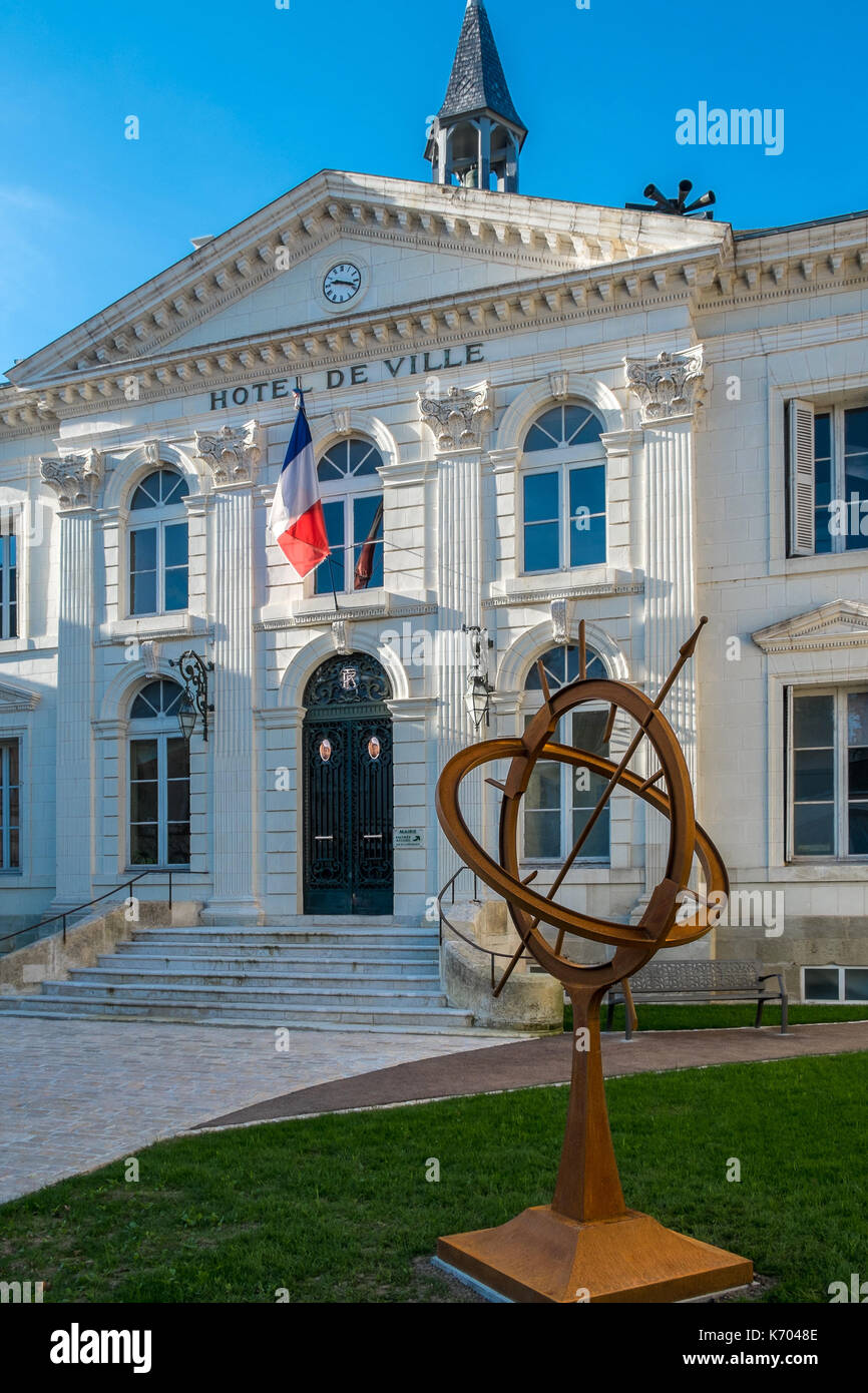 Cadran solaire 'sundial' in front of Mairie (town hall) Preuilly-sur-Claise, Indre-et-Loire, France. - Stock Image