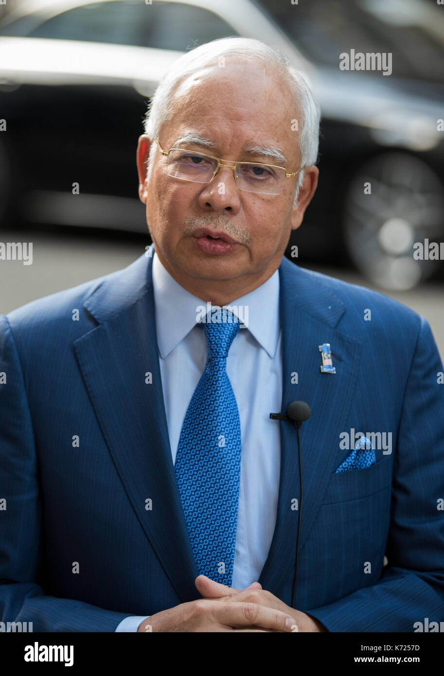 London, UK. 14th Sep, 2017. Prime Minister Najib Razak of Malaysia speaks to the press outside 10 Downing Street. - Stock Image