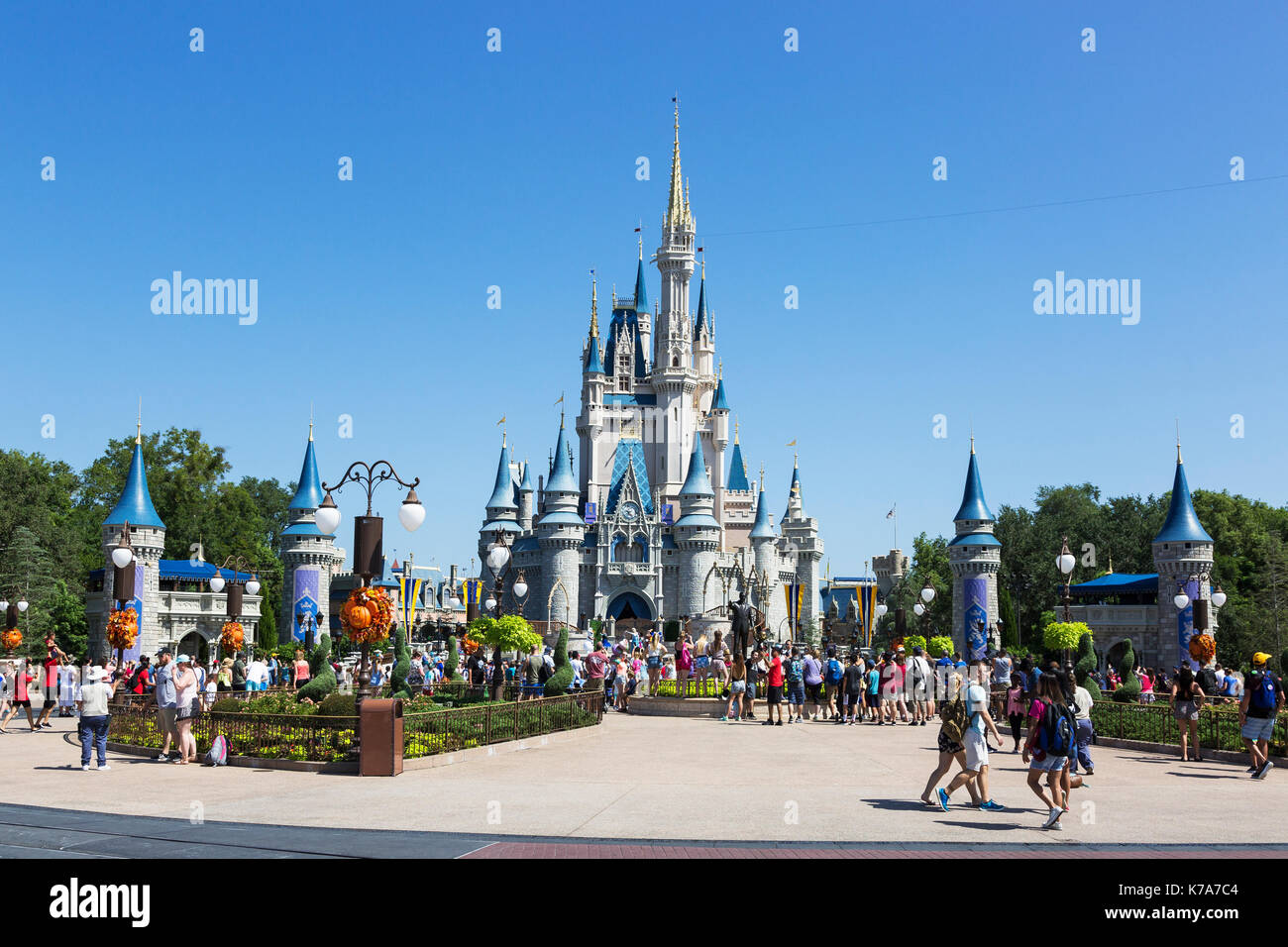 magic kingdom and disneyland Inside the magic kingdom : seven keys to disney's success [tom connellan] on amazoncom free shipping on qualifying offers now an insider takes you inside the incredible disney service culture and presents simple, powerful concepts in a fun.