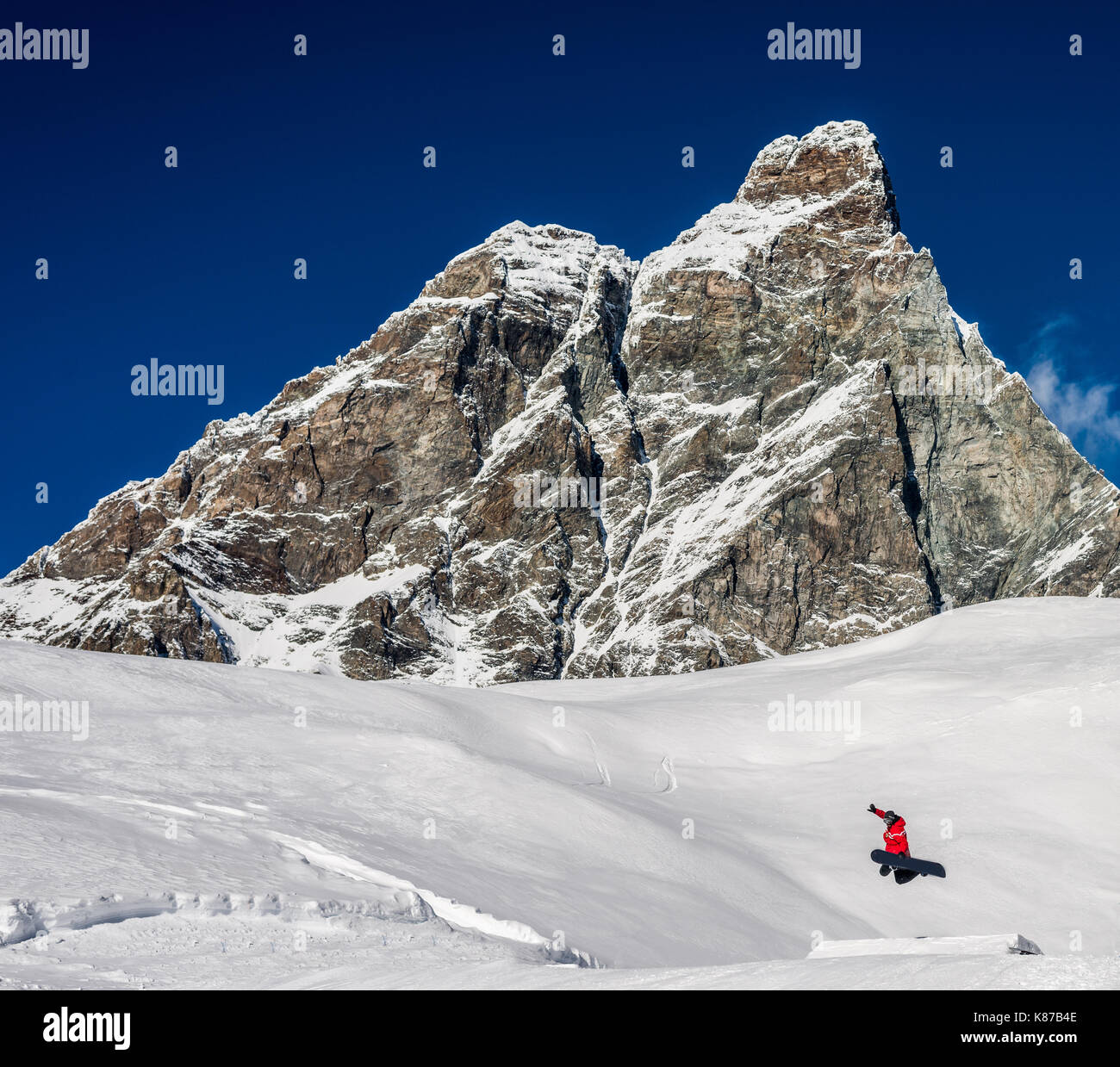 a-snowboarder-performs-a-trick-in-a-ski-piste-overlooking-the-famous-K87B4E.jpg