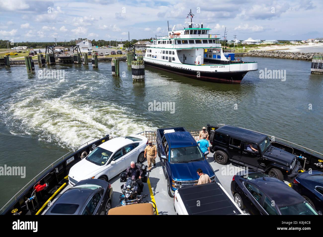 North Carolina NC Pamlico Sound Outer Banks Cedar Island Ocracoke ferry boat wake water vehicles - Stock Image
