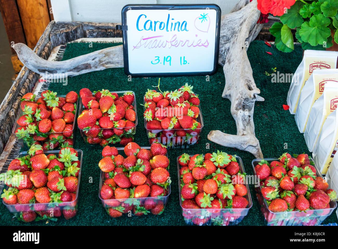North Carolina NC Grandy Greenhouse & Farm Market fruit local strawberries display sale - Stock Image