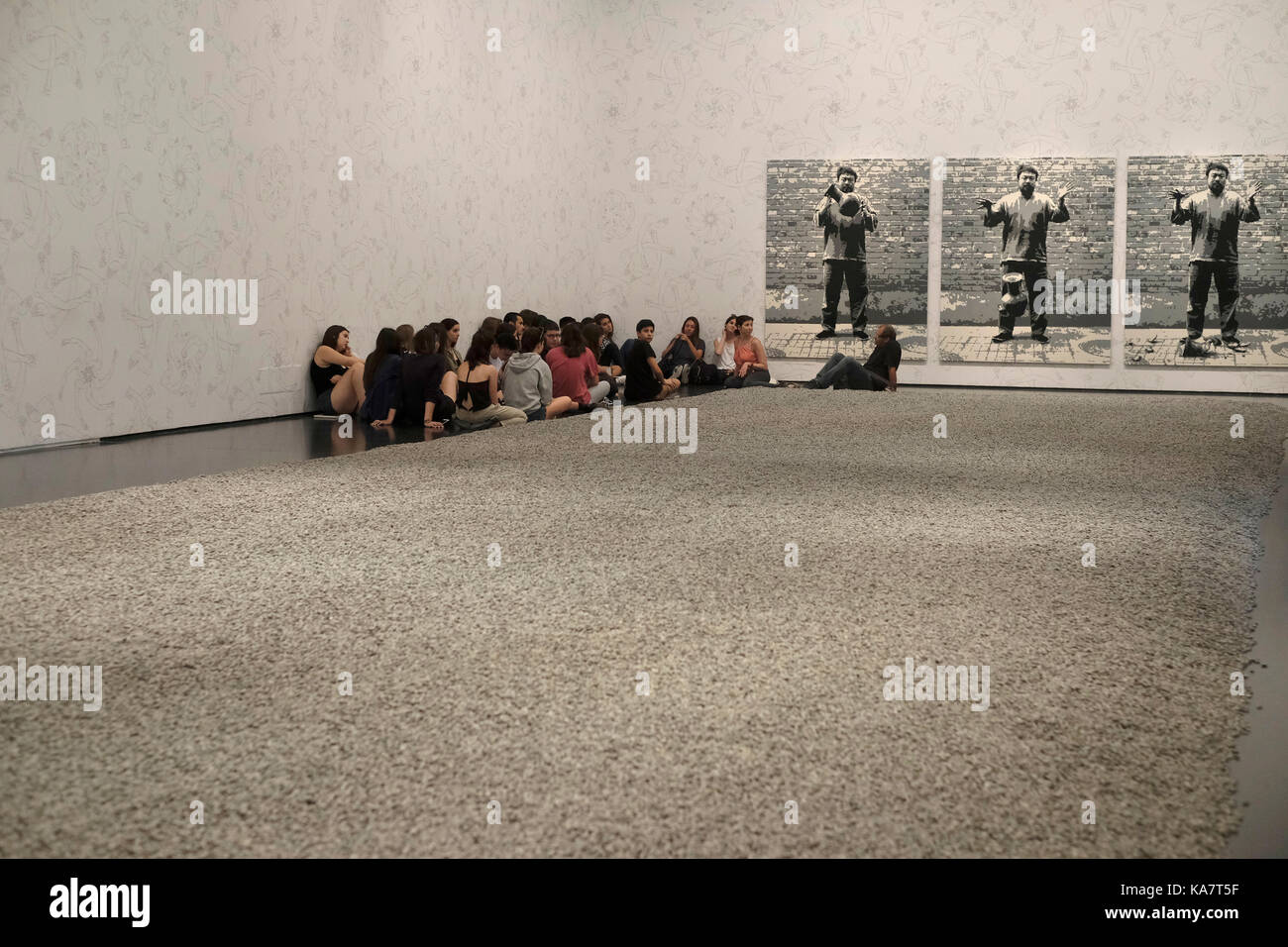 A group of Israeli schoolchildren sitting in the exhibition hall displaying the work of contemporary Chinese artist - Stock Image