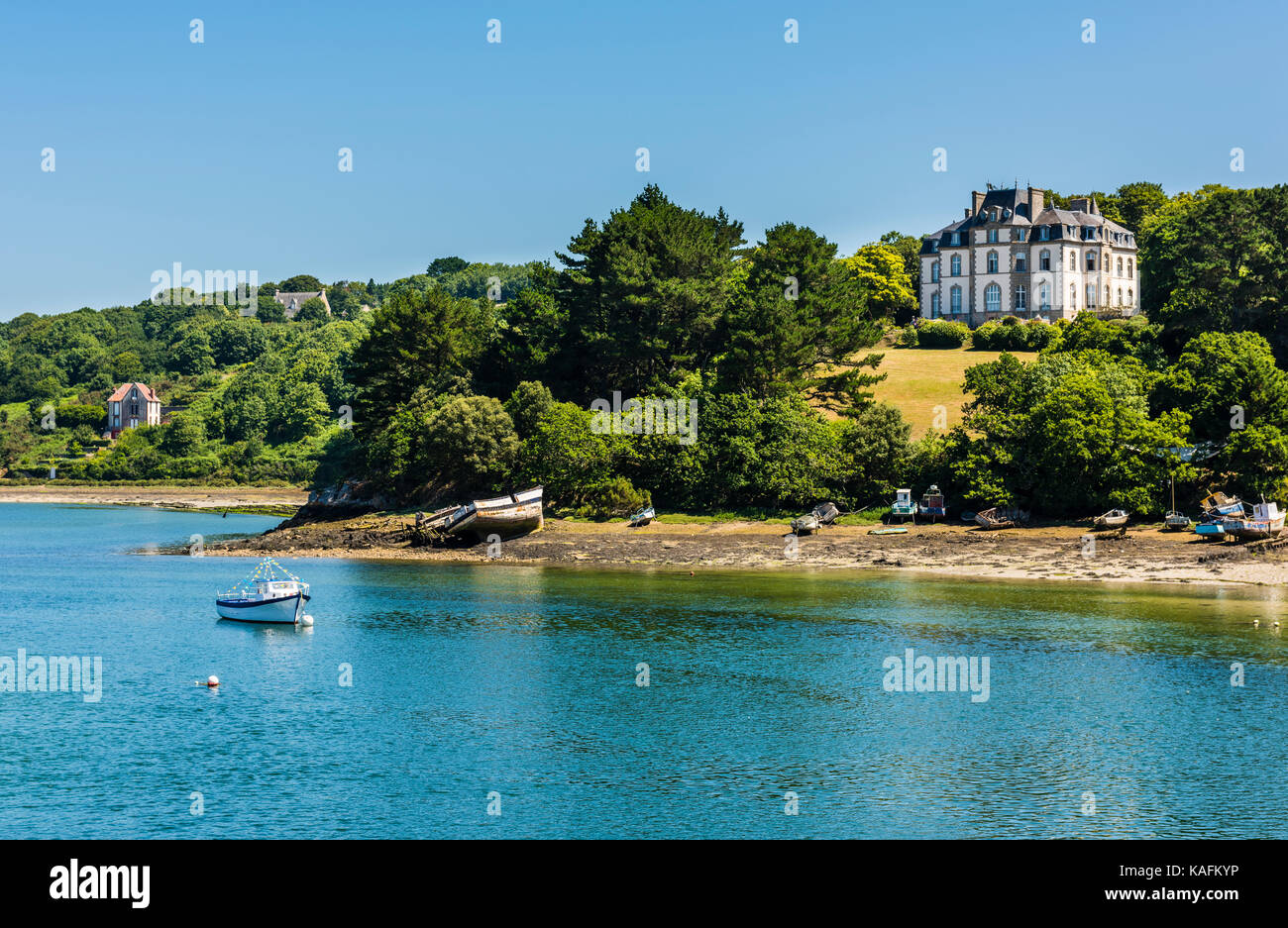 River scene from the bridge in Audierne, Brittany, France - Stock Image