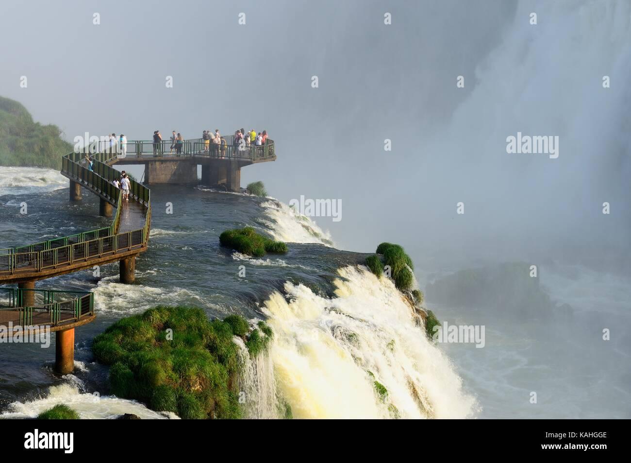 Tourists on a viewing platform, Iguazu waterfalls, Foz do Iguaçu, National Park Iguazú, Paraná, Brazil - Stock Image