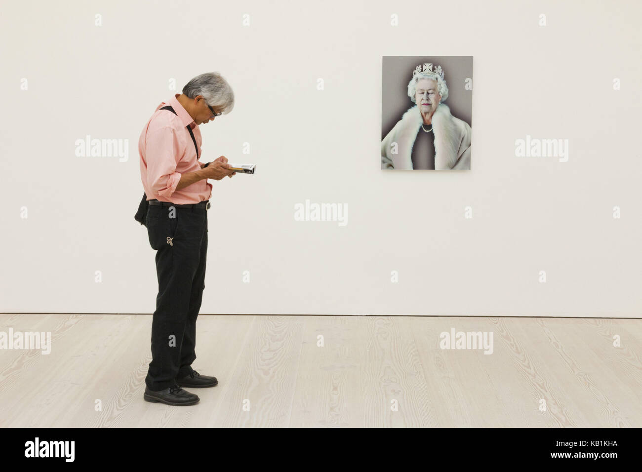England, London, Chelsea, Saatchi Gallery, interior shot, patterns not for sale, pictures, visitors, - Stock Image