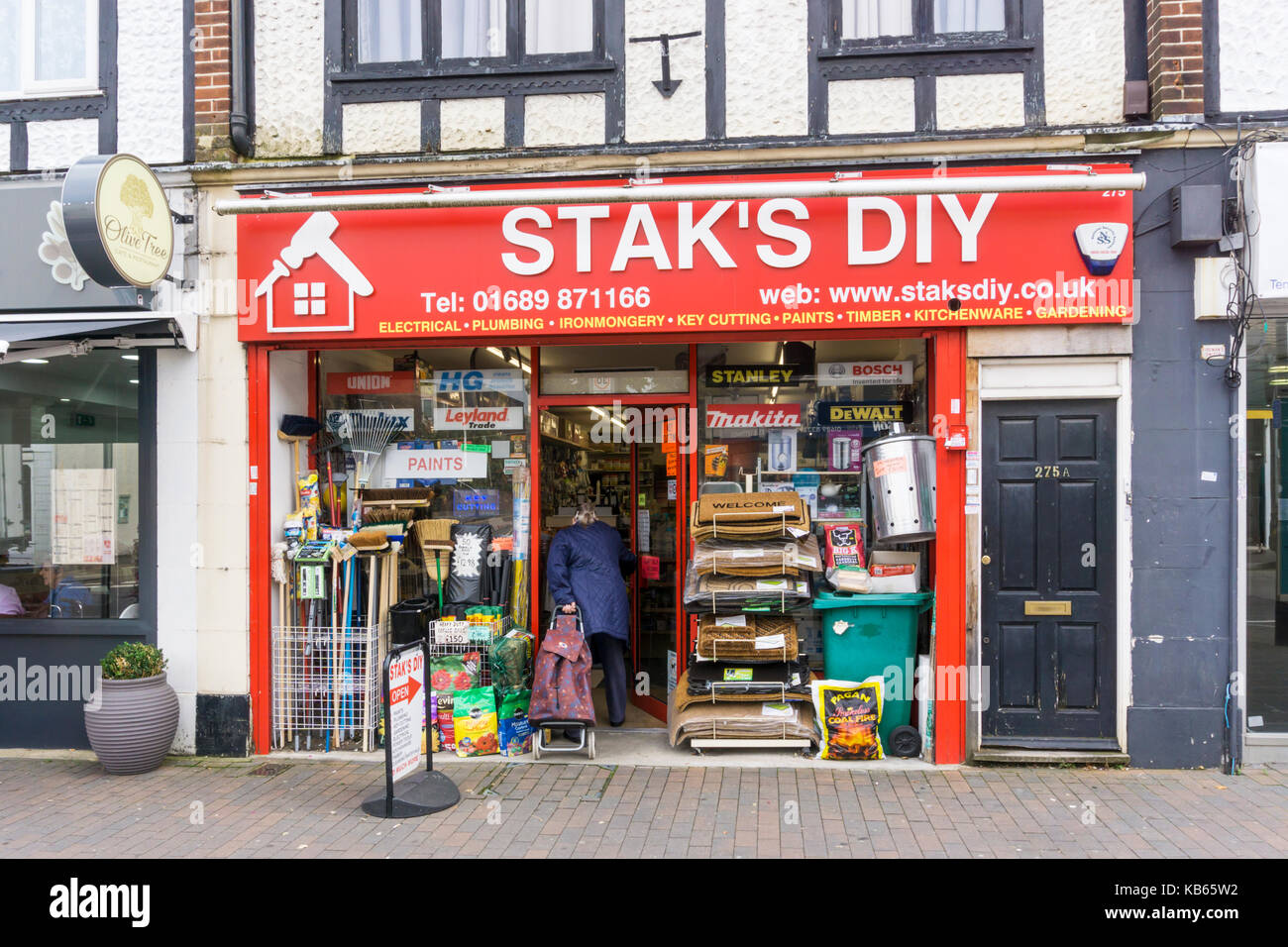 Stak's DIY do-it-yourself shop and builder's merchants on Orpington High Street. - Stock Image