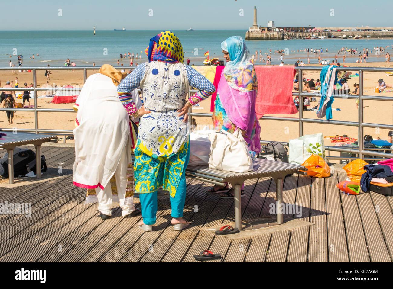 Muslim women beach stock photos muslim women beach stock for Ocean isles fishing village