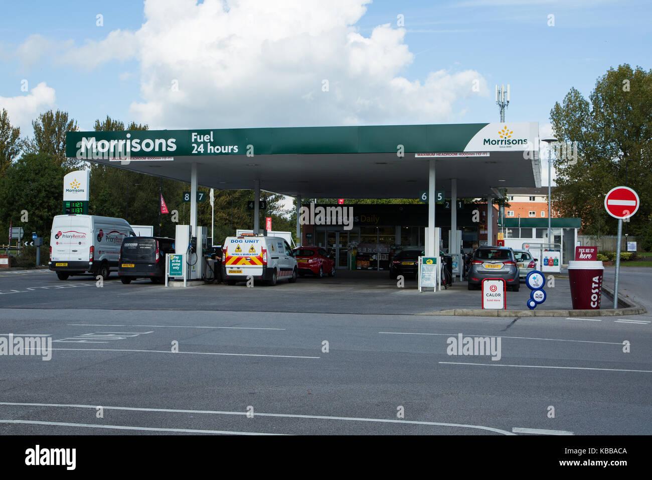 Uk petrol station shop stock photos uk petrol station shop stock images alamy - Esso garage opening times ...