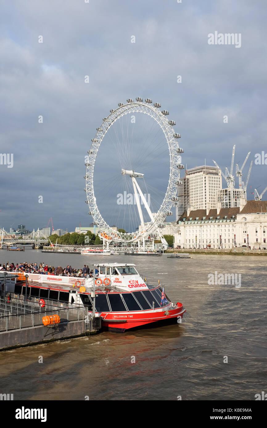 London Eye River Tourist Boat Stock Photos Amp London Eye
