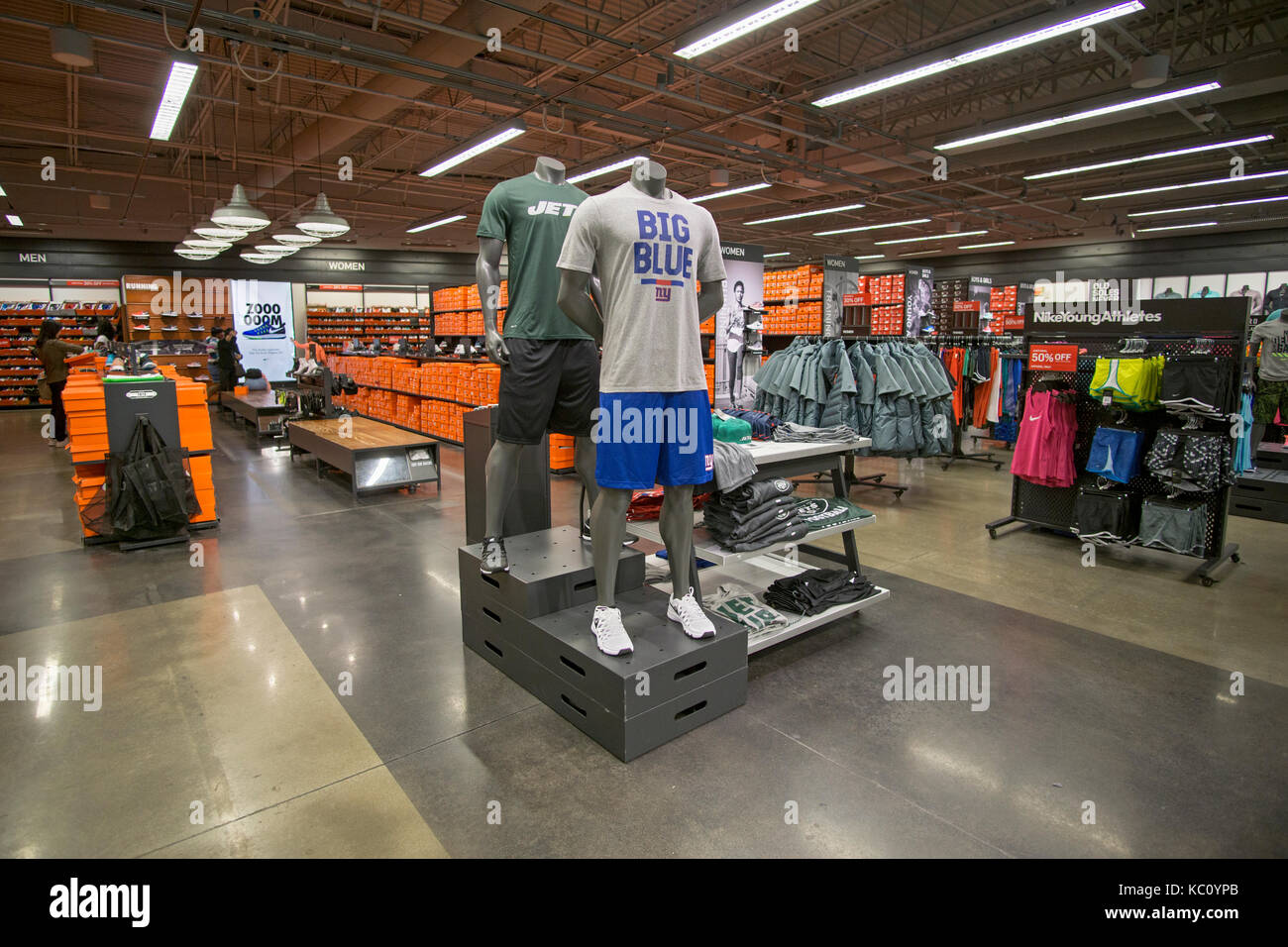 Factory outlet mall stock photos factory outlet mall stock images alamy for Interior alternatives manufacturers outlet mall