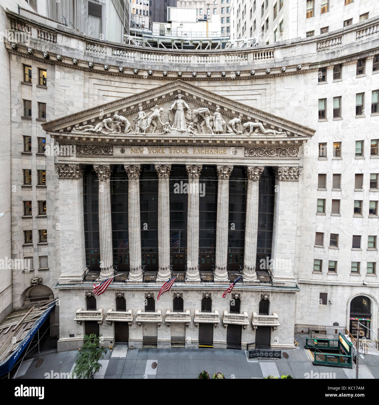 The limestone facade of the world famous New York Stock Exchange building on Wall Street.  Sculpted by John Quincy - Stock Image