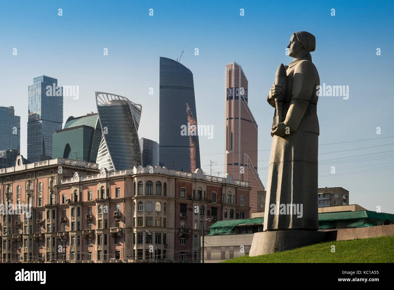 a-ww2-monument-in-dorogomilovo-district-