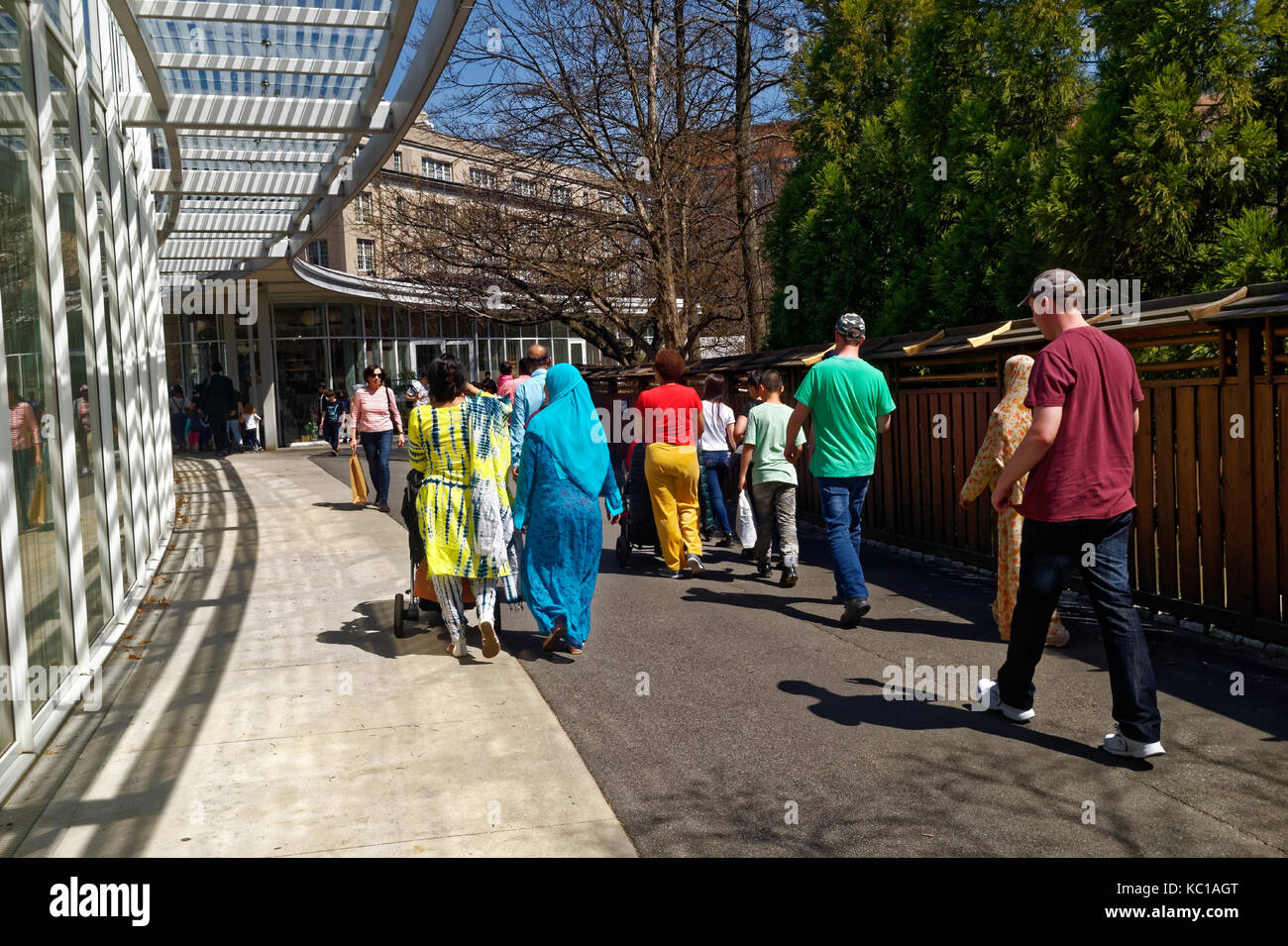 Visitors walking through the Brooklyn Botanic Gardens on a Spring day. - Stock Image