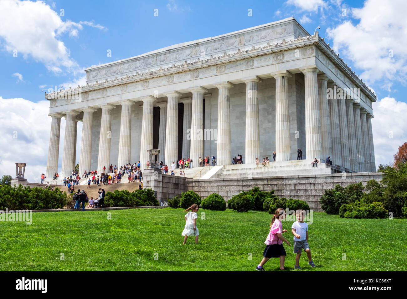 Washington DC District of Columbia National Mall Lincoln Memorial monument lawn children kids - Stock Image