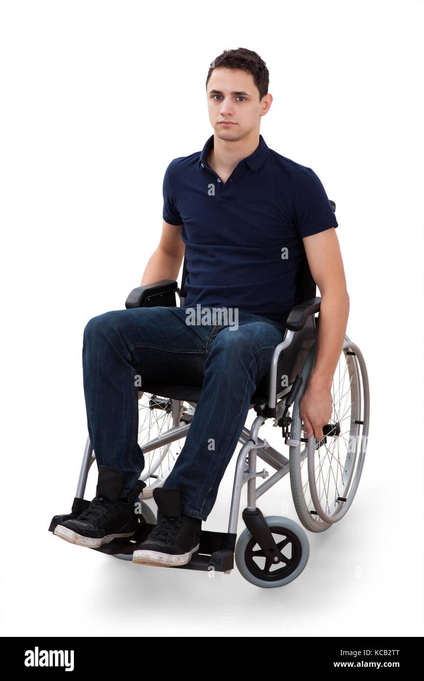 Парень в инвалидном кресле с девушкой фото