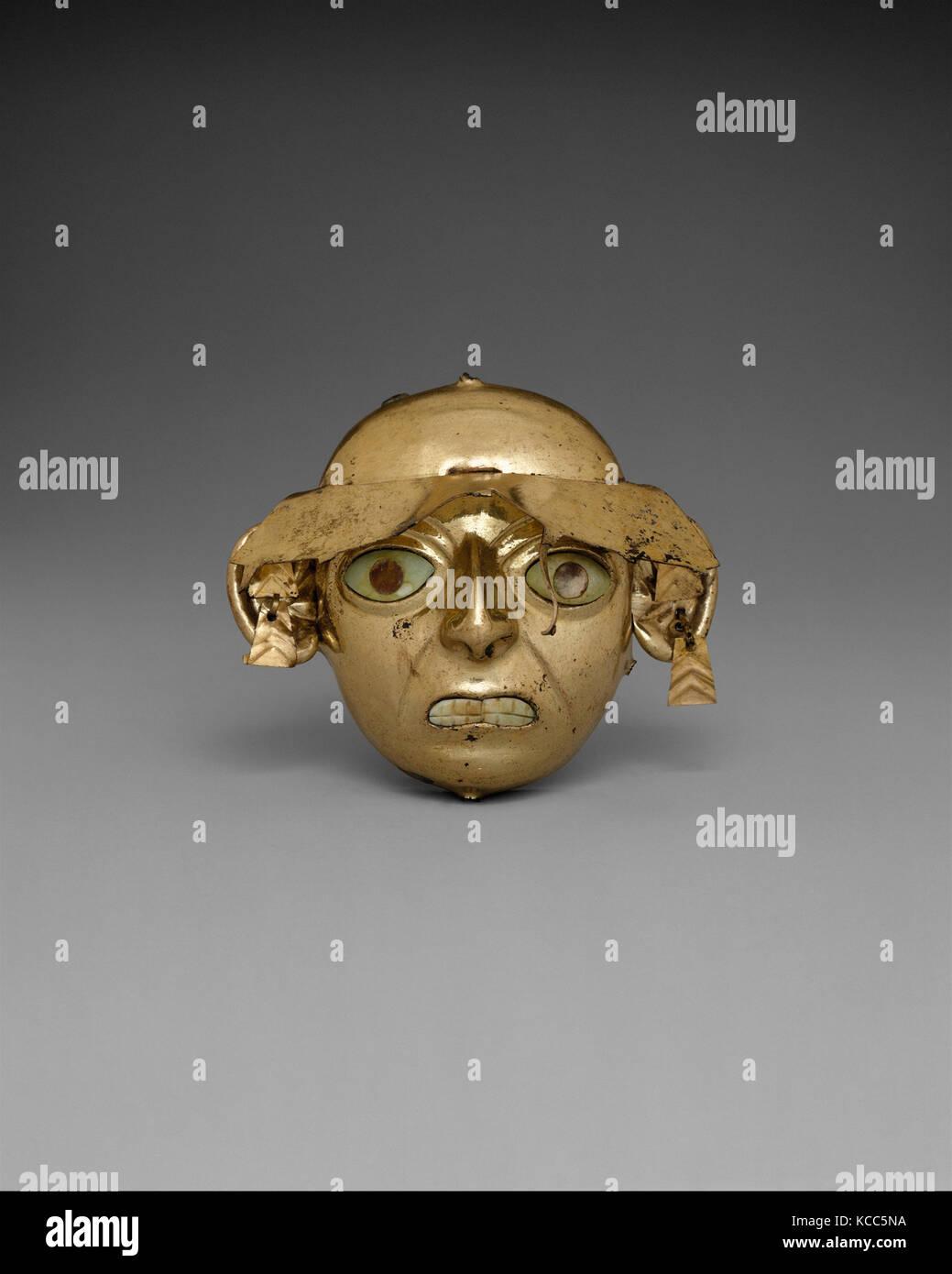 Ornamental Mask, 390–450, Peru, Moche (Loma Negra), Gilded copper, shell, H. 3 3/8 x W. 3 15/16 in. (8.6 x 10 cm), - Stock Image