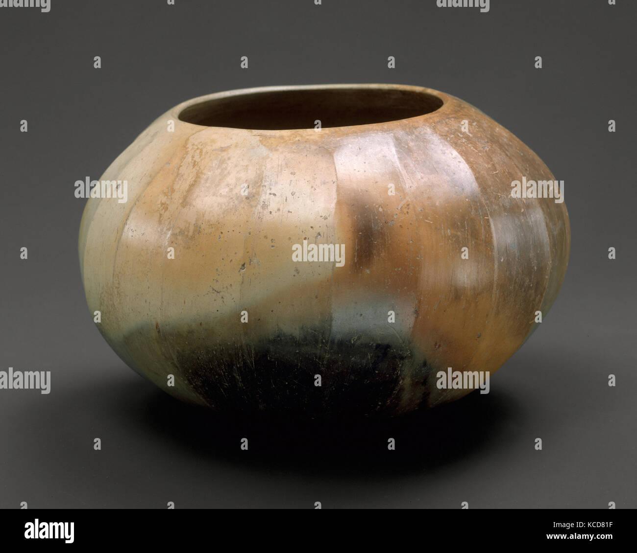 Bowl (Tecomate), 12th–9th century B.C., Mexico, Mesoamerica, Olmec, Ceramic, H. 4 1/2 in. (11.3 cm), Ceramics-Containers - Stock Image